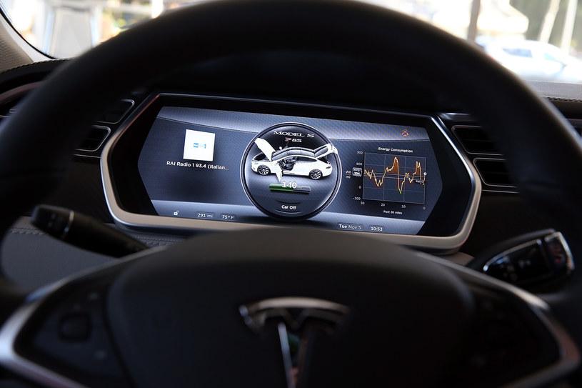 Autopilot Tesli wpływa na naszą koncentracje /Getty Images