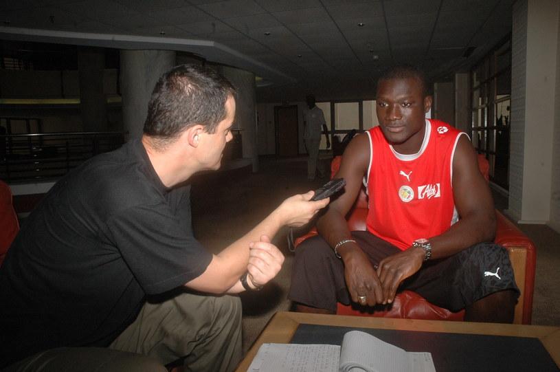 Autor artykułu w rozmowie z Papą Boubą Diopem w Dakarze w 2006 roku /INTERIA.PL