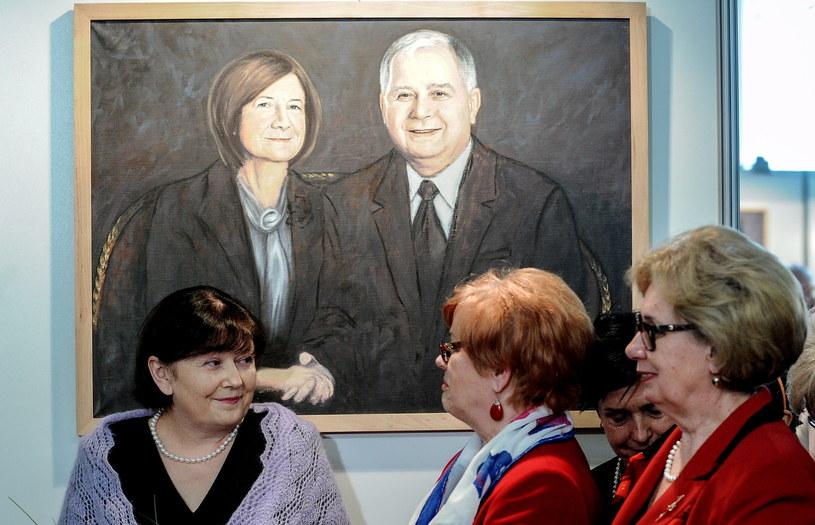 Autorka obrazów, Małgorzata Wrochna (L) podczas uroczystości otwarcia wystawy /Marcin Obara (PAP) /PAP