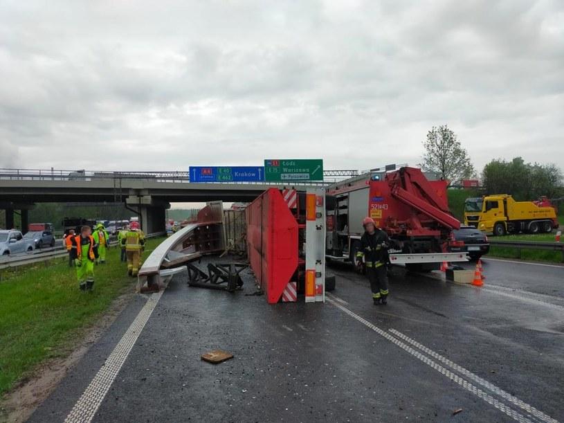Autostrada A4 zablokowana w kierunku Krakowa po zderzeniu ciężarówek /Policja Śląska /Policja