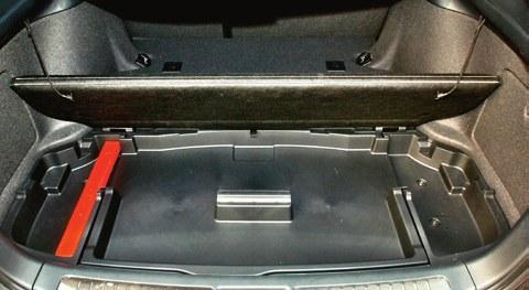 avensis bagażnik /Motor
