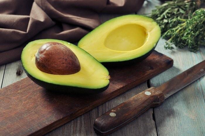 avocado na wątrobę /© Photogenica