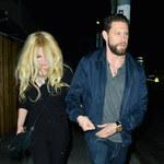 Avril Lavigne ledwo trzymała się na nogach? Musiał jej pomóc znajomy!