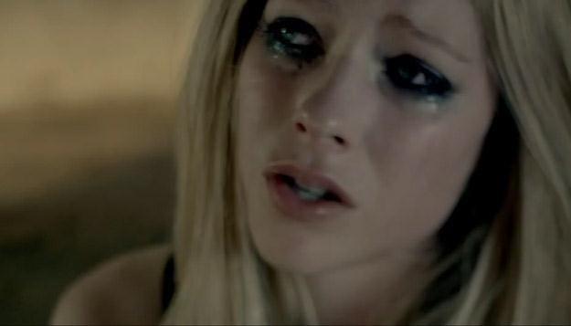"""Avril Lavigne w teledysku do """"Wish You Were Here"""" /"""