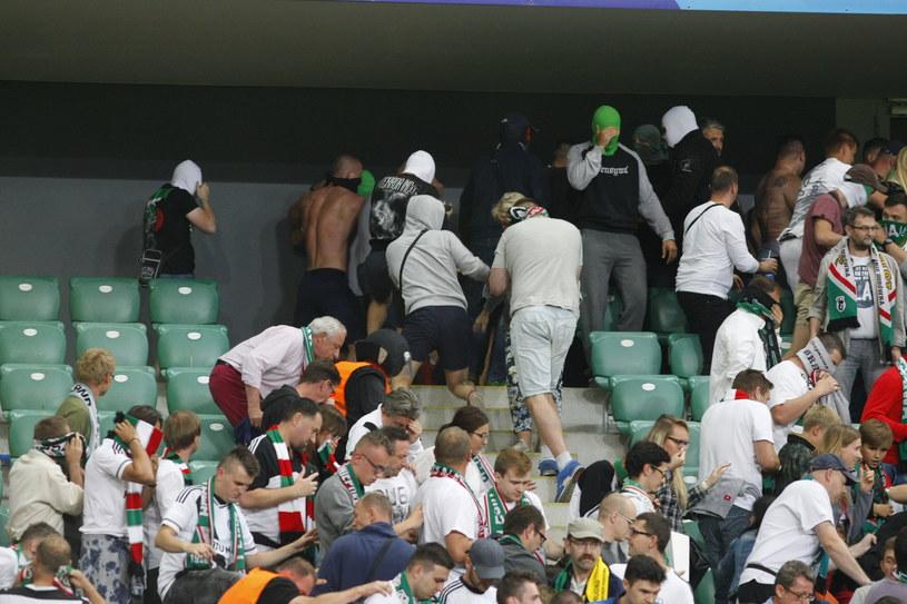 Awantura na trybunie podczas meczu Legia - Borussia /SZYMON STARNAWSKI / POLSKA PRESS /East News