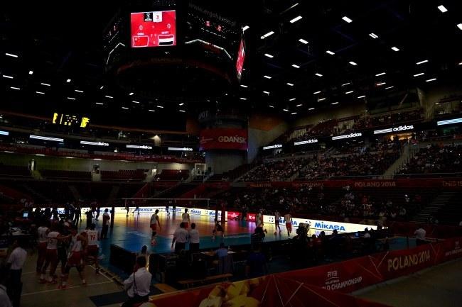 Awaria oświetlenia w Ergo Arenie podczas meczu Chin - Egipt /Adam Warżawa /PAP