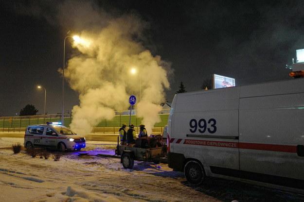 Awaria rury ciepłowniczej na skrzyżowaniu ulic Poleczki i Chodzonego na warszawskim Ursynowie /Mateusz Marek /PAP