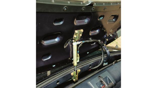 Awarie hydrauliki dachu czasami się zdarzają, można go na szczęście otwierać ręcznie. /Motor
