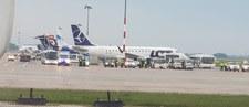 Awaryjne lądowanie bombardiera LOT-u na lotnisku w Warszawie. Powodem kłopoty z podwoziem