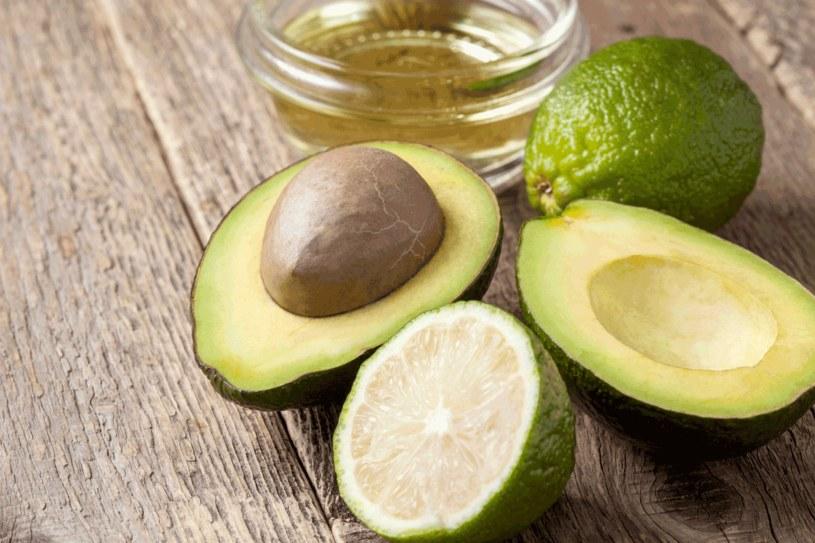 Awokado i cytrusy warto wprowadzić do diety /123RF/PICSEL