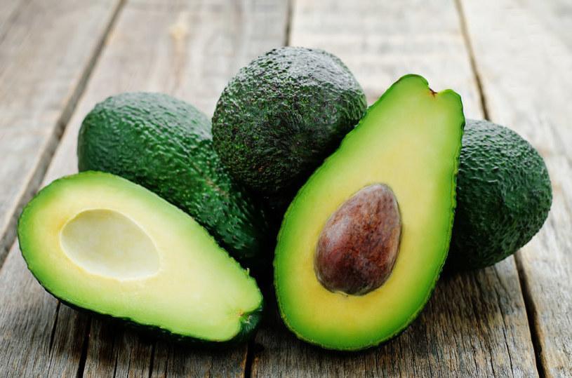 Awokado jest bogate w tłuszcze, które korzystnie działają na zdrowie /123RF/PICSEL