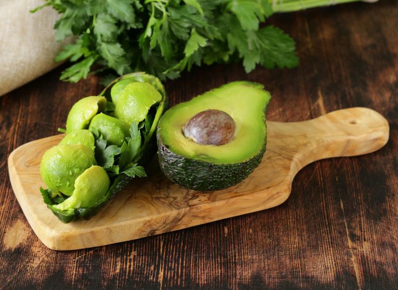 Awokado możesz jeść nawet codziennie - zawiera tylko zdrowy tłuszcz i sporo składników odżywczych /123RF/PICSEL