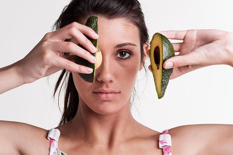 Awokado należy do naturalnych afrodyzjaków chętnie wykorzystywanych w kuchni /123RF/PICSEL