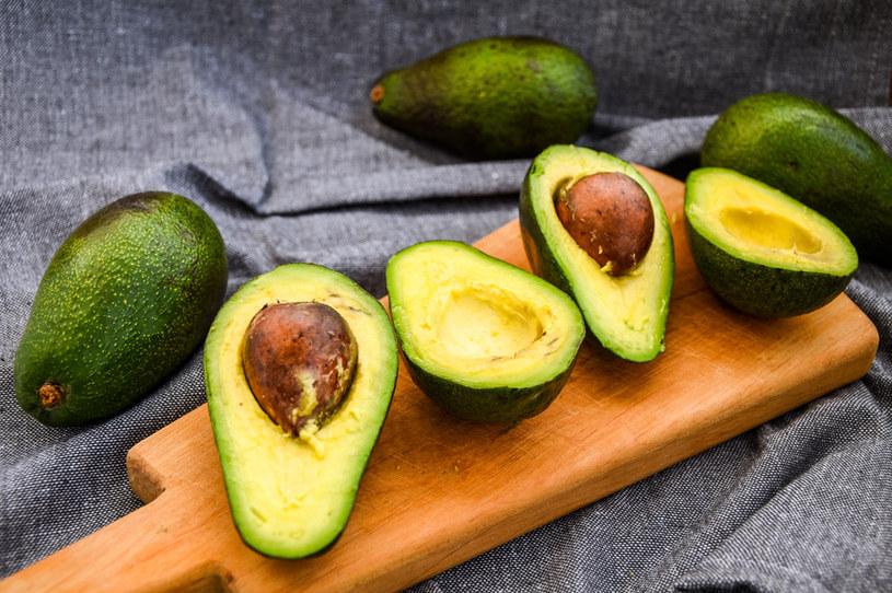 Awokado zawiera silnie działające kwasy tłuszczowe i składniki odżywcze o właściwościach antyoksydacyjnych /123RF/PICSEL