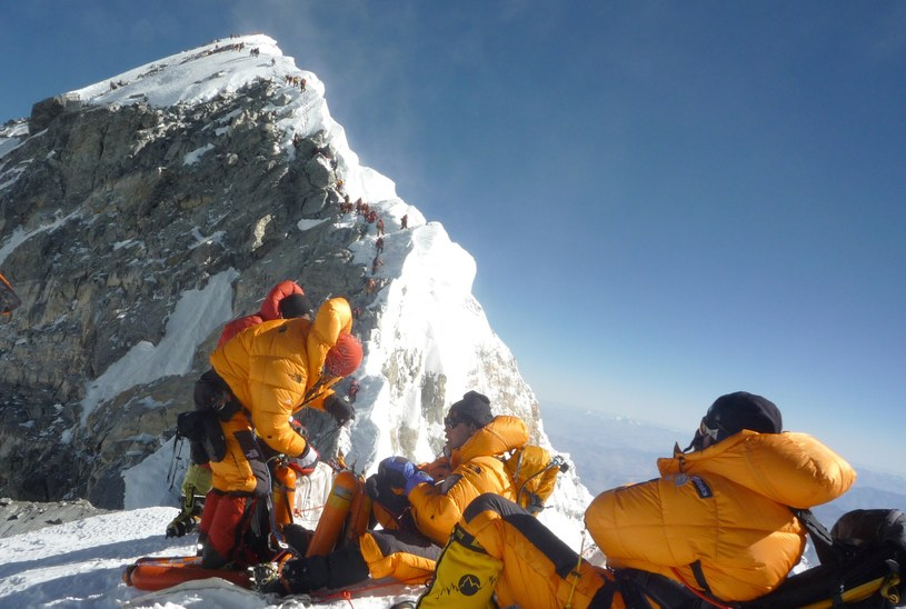Aż 150 himalaistów zdobyło w sobotę 26 maja Mount Everest /AFP