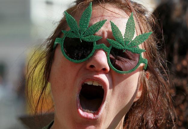 Aż 48 proc. gimnazjalistów opowiada się za legalizacją marihuany /AFP