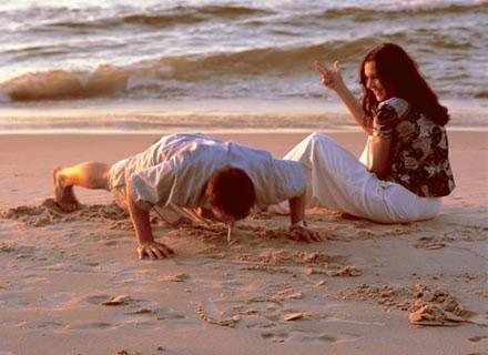 Aż 60 proc. z nas ma ochotę na wakacyjny romans... /INTERIA.PL