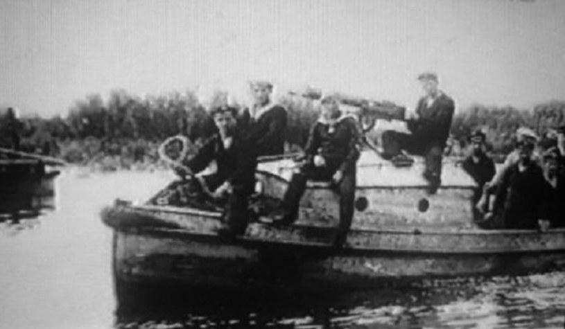 Aż do czerwca 1920 roku polscy marynarze walczyli w mundurach odziedziczonych po Austriakach lub... kolejarzach /archiwum S. Zagórskiego /INTERIA.PL