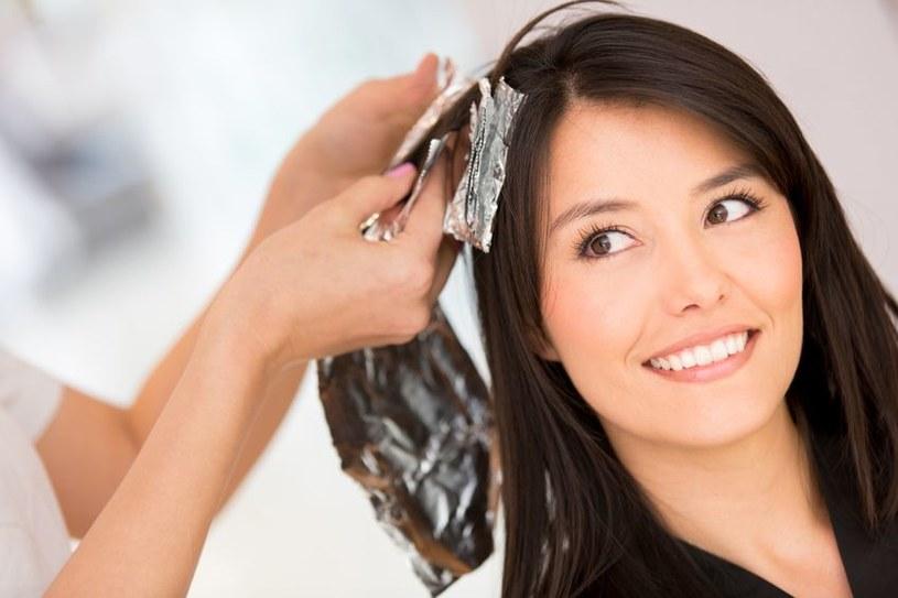 Aż trzy czwarte kobiet przyznaje, że ma stałego fryzjera /123RF/PICSEL