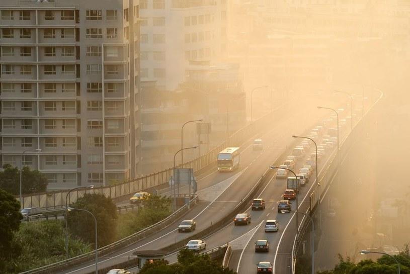 Azjatycki smog zagraża również Amerykanom /123RF/PICSEL