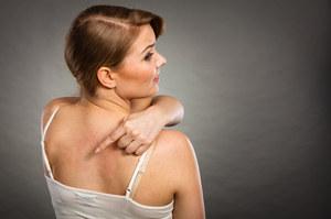 AZS, czyli atopowe zapalenie skóry. Jakie daje objawy i jak to się leczy?
