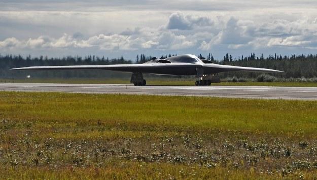 B-2 może zabrać na pokład kilkanaście bomb jądrowych     Fot. U.S. Air Force photo/Staff Sgt. Miguel Lara III /materiały prasowe