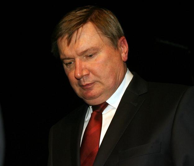 B. szef MSWiA Jerzy Miller/ fot. ARTUR BARBAROWSKI /PAP