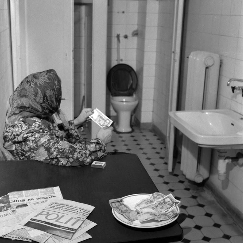 Babcia klozetowa, 1983 r. /Roman Kotowicz /Agencja FORUM