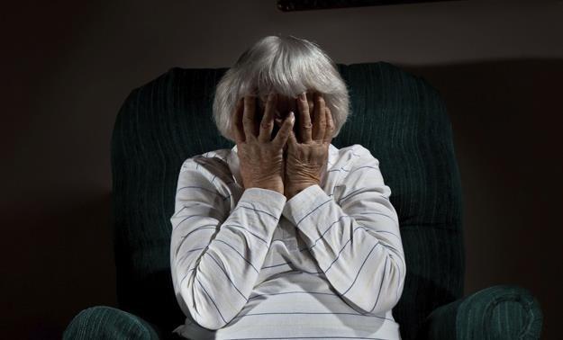 Babciu, skąd masz taki dług? /©123RF/PICSEL