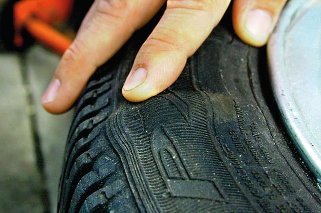 Bąble najczęściej powstają po uderzeniu np. w krawężnik. /Motor