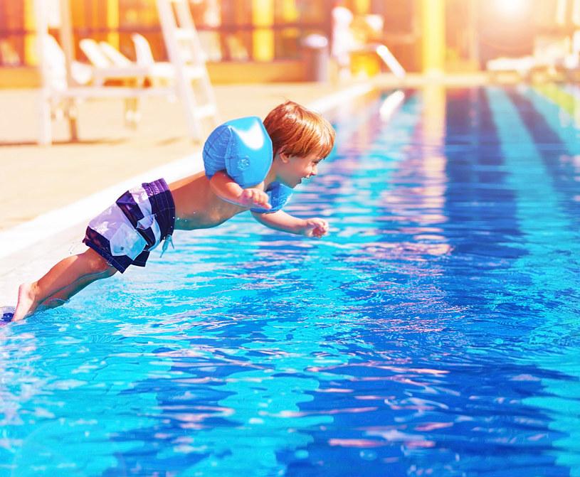 Badacze przekonują, że pływanie ma pozytywny wpływ nie tylko na zdrowie fizyczne dzieci /123RF/PICSEL