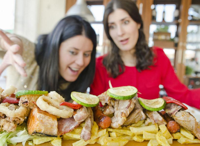 Badacze wskazują, że jedzenie stało się groźnym narkotykiem /Picsel /123RF/PICSEL