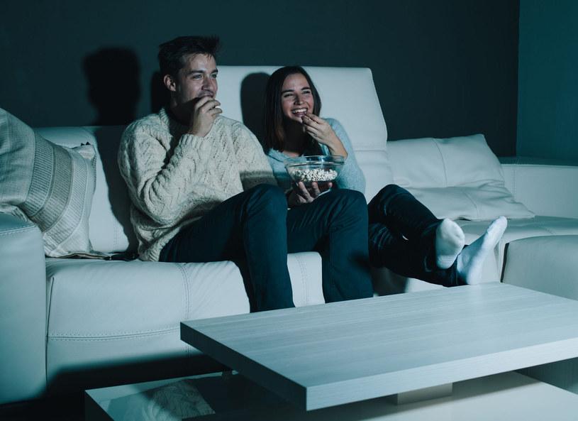 Badacze wykazali, że u osób preferujących nocne życie, które zwykle późno kładą się spać, trzy razy częściej diagnozuje się u nich cukrzycę /Picsel /123RF/PICSEL