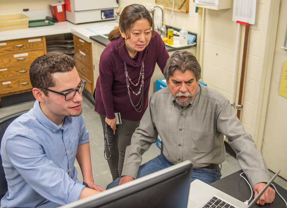 Badacze z Michigan State University (od lewej)  Joel Soler, Lily Yan i Tony Nunez /Michigan State University /Materiały prasowe
