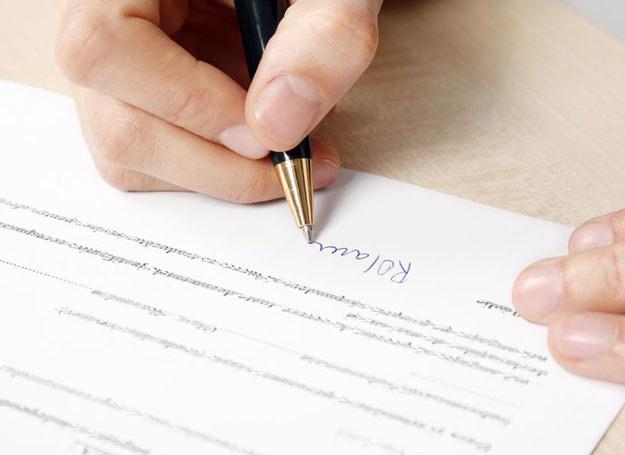 Badając podpis danej osoby, można bowiem ustalić mniej więcej, jak potoczy się jej życie /123RF/PICSEL