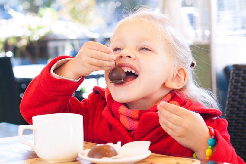 Badania dowodzą, że dzieci dobrze odżywione uczą się szybciej /123RF/PICSEL