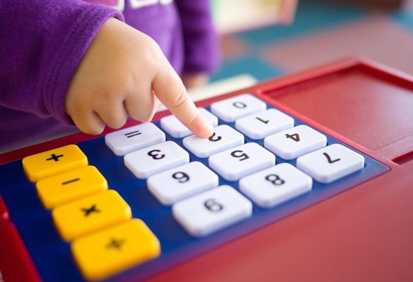 Badania dowodzą, że już noworodki potrafią dodawać i odejmować małe liczb /123RF/PICSEL