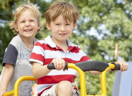 Badania pokazały też, że grypę łapią od siebie głównie dzieci tej samej płci /© Panthermedia