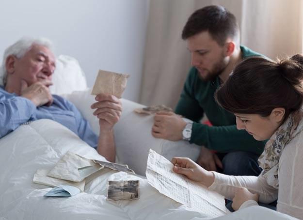 Badania potwierdzają, że wyspecjalizowana opieka jest kluczowa w przypadku pacjentów demencyjnych /Picsel /123RF/PICSEL