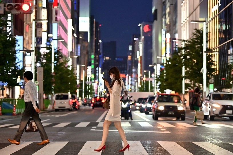 Badania wskazują, że niewielu Japończyków przeszło infekcję koronawirusem /AFP
