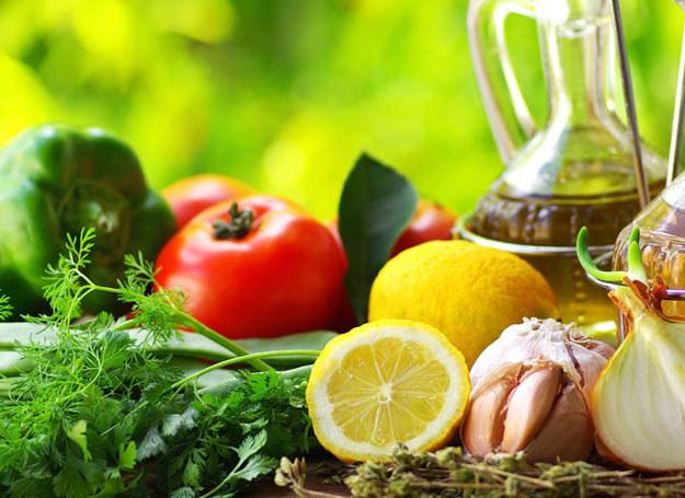 Badania wskazują, że zmiana diety z mięsnej na warzywno-owocową sprzyja zdrowiu /© Panthermedia