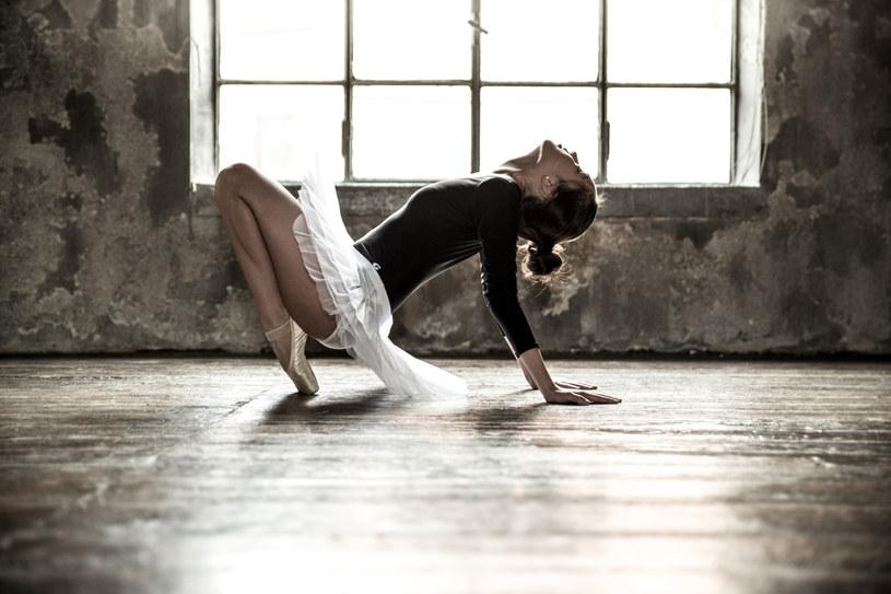 Badania wykazały pozytywny wpływ tańca na prace mózgu /123RF/PICSEL