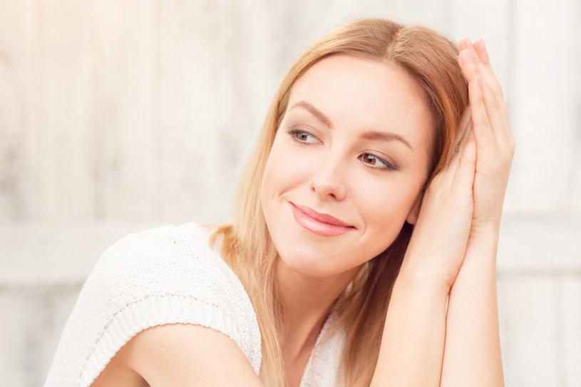 Badania wykazały, że witamina C skutecznie przeciwdziała zmęczeniu, pobudza syntezę kolagenu i elastyny, rozjaśnia piegi i przebarwienia /123RF/PICSEL