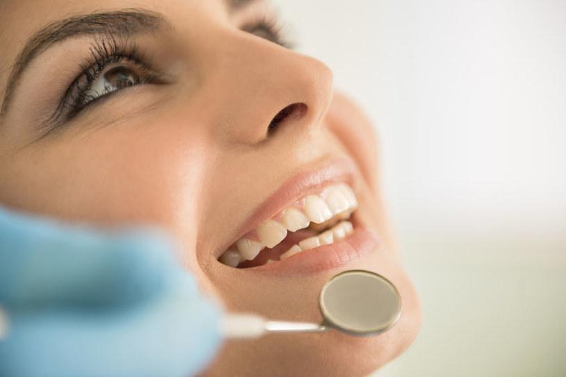 Badania wykazują, że miód manuka ma korzystny wpływ na higienę jamy ustnej /123RF/PICSEL