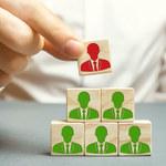 Badanie: Co czwarta firma w Polsce planuje redukcję etatów