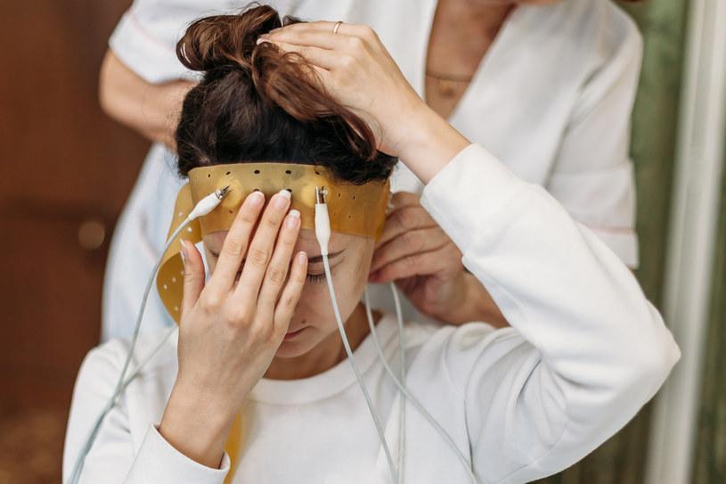 Badanie EEG wymaga ostrożności /123RF/PICSEL