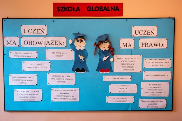 Badanie: Jedna piąta szkół nie dostała wsparcia przy przejściu na edukację zdalną /\Tytus Żmijewski /PAP