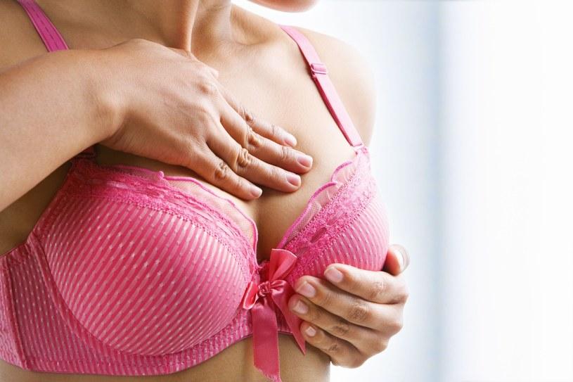 Badanie piersi należy wykonywać  od 3 do 5 dni po zakończeniu menstruacji /123RF/PICSEL