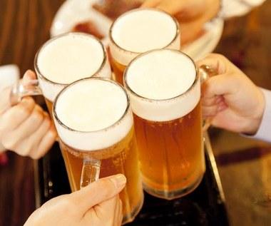 Badanie: Polacy nie rozróżniają stylów piwa. Głównie dzielą je na jasne i ciemne. I koniecznie musi być alkohol