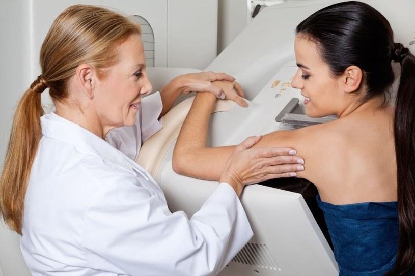 Badanie pomaga skontrolować stan piersi /123RF/PICSEL